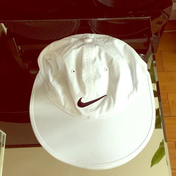 Nike woman s wide brim visor sun hat cef9f32eb2f